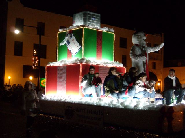 1st Prize Float : Holiday Parade
